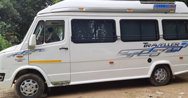 rishikesh tour by 12 seater deluxe 1x1 tempo traveller